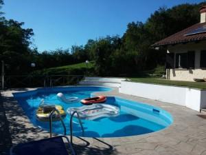 immagine piscina e villa