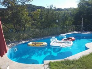 piscina con gommmoni