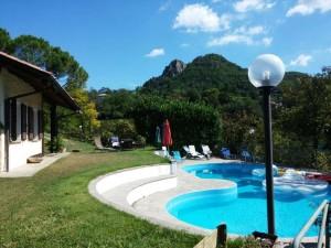 piscina e giardino villa conigli